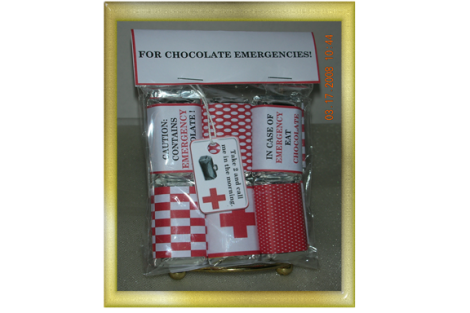 chocolae-emergency-kit-in-gold-frame